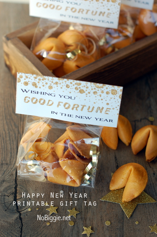 Need a last minute New Years Party idea? Check out this collection of {12} 5-Minute New Years Treats you can make in a hurry!